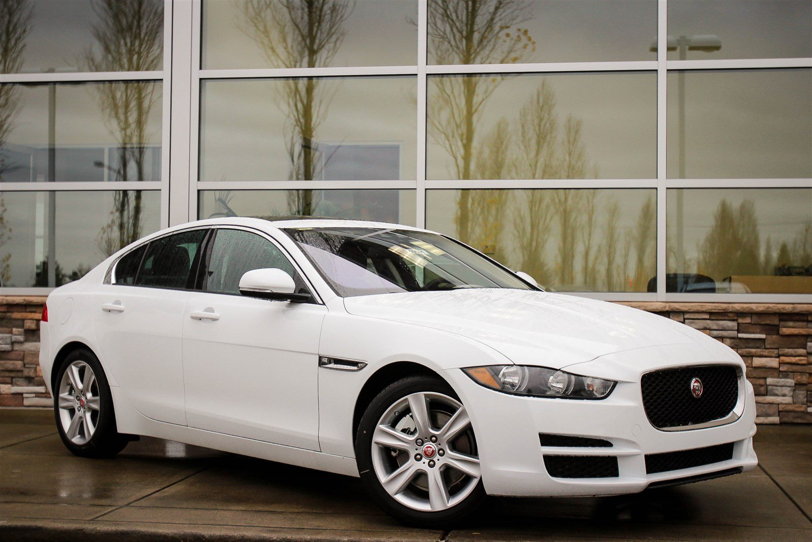 new 2017 jaguar xe 25t premium 4dr car in bellevue 59591. Black Bedroom Furniture Sets. Home Design Ideas