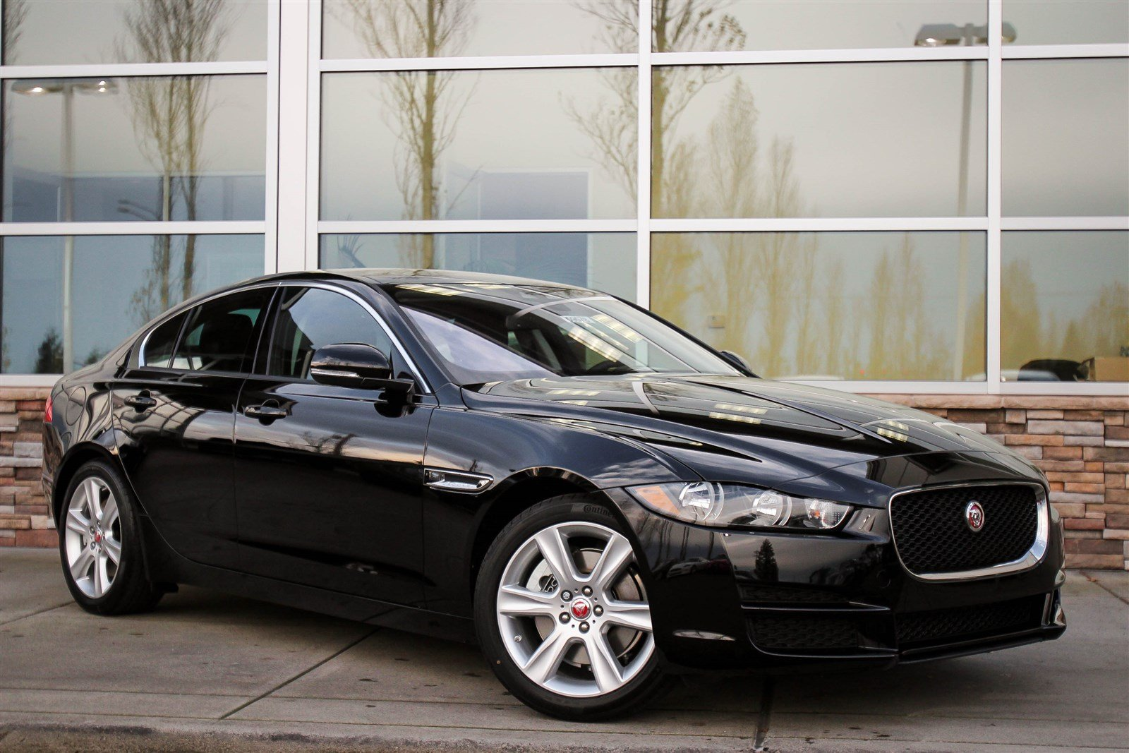 new 2017 jaguar xe 25t premium 4dr car in bellevue 59578. Black Bedroom Furniture Sets. Home Design Ideas