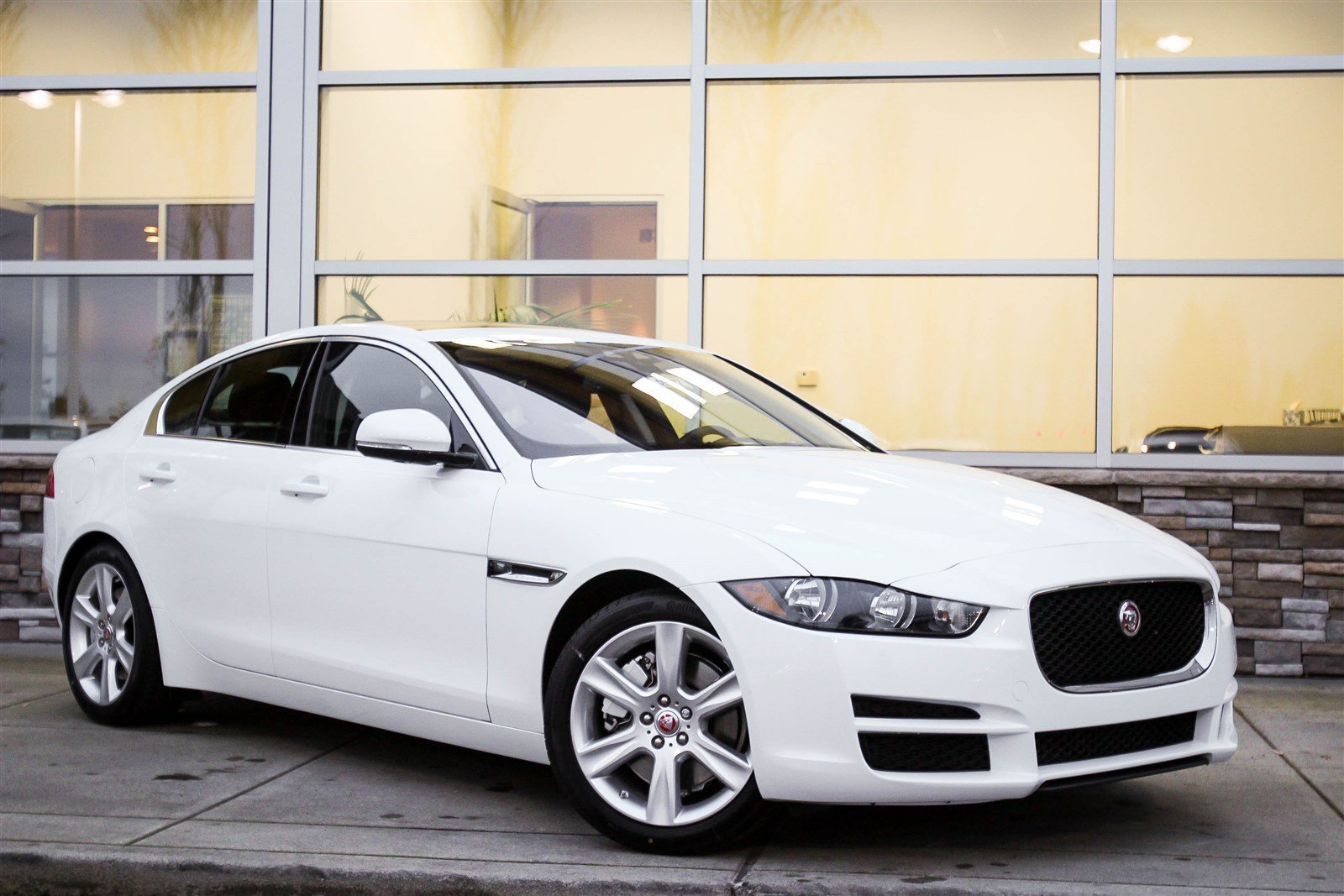 new 2017 jaguar xe 25t prestige 4dr car in bellevue 59577. Black Bedroom Furniture Sets. Home Design Ideas