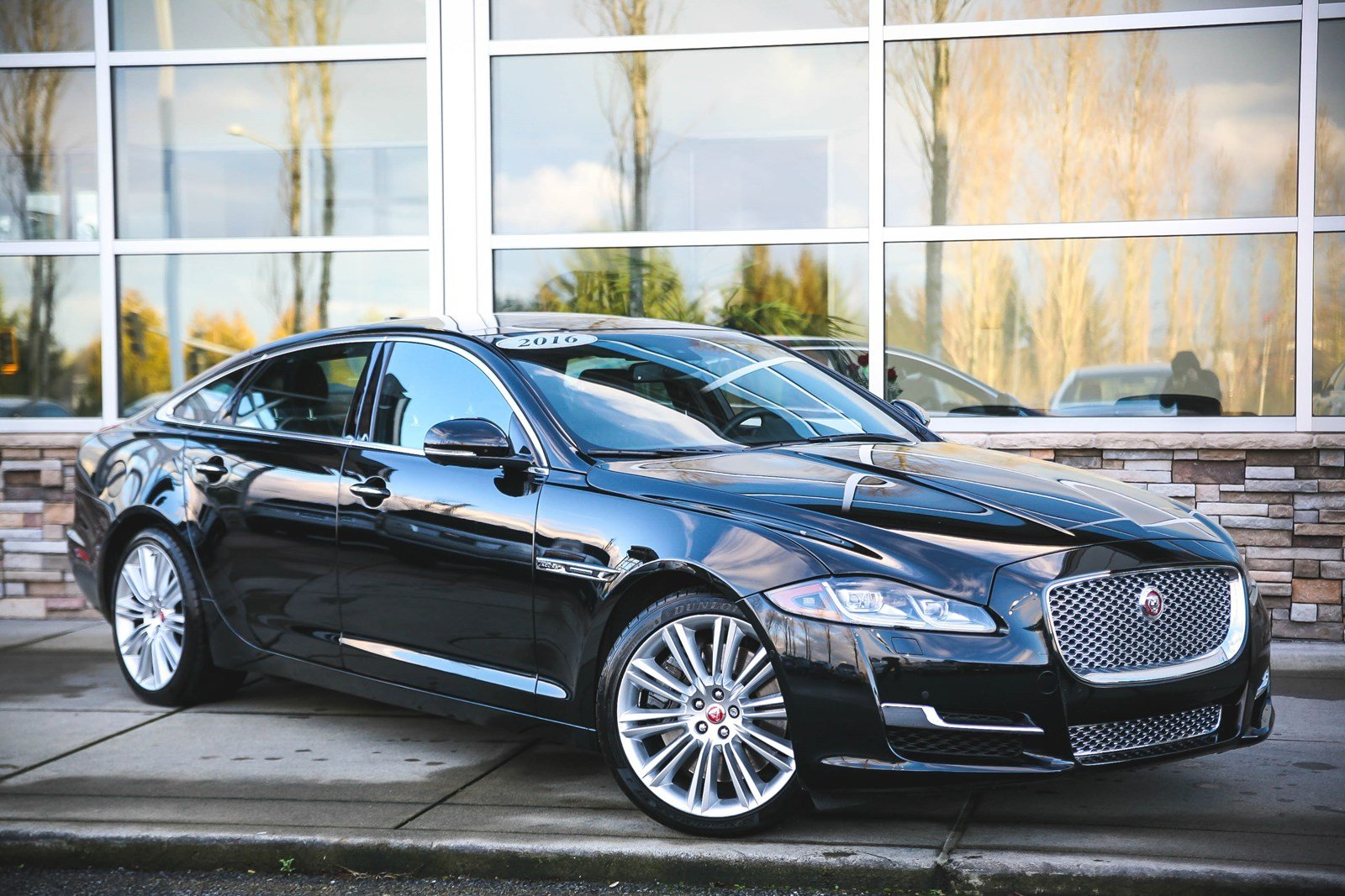 New 2016 Jaguar XJ XJL Supercharged