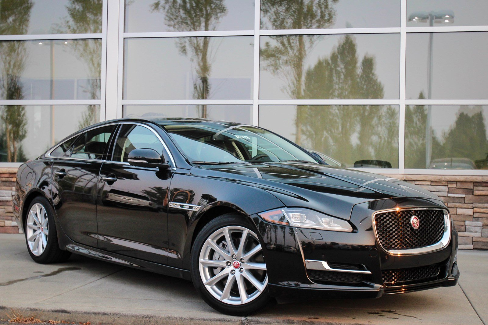 New 2016 Jaguar XJ R-Sport